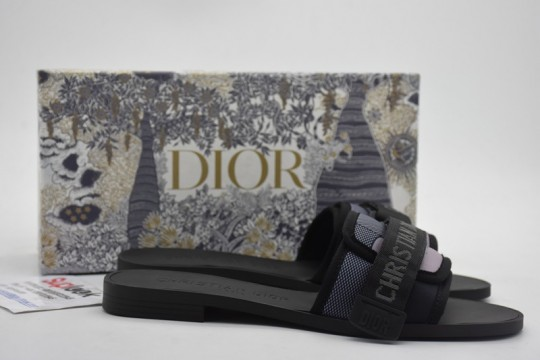 Dio-r Evolution black flip-flops