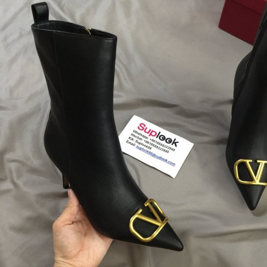 V-alentin-o boots with high heels