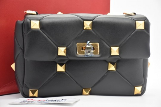 V-ALEVTINO  Black rivet bag