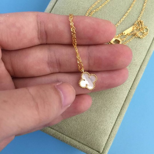 V-an C-leef & A-rpels Sweet Alhambra necklace, gold, mother-of-pearl